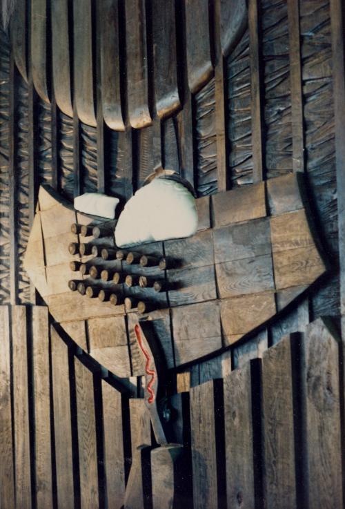 Delo akademskega slikarja Bonija Čeha. Les in kamen